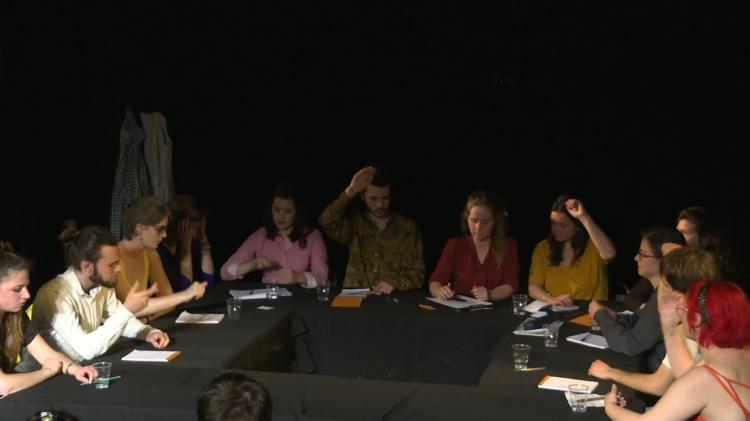 vlipp - 9 femmes et 3 hommes en colère
